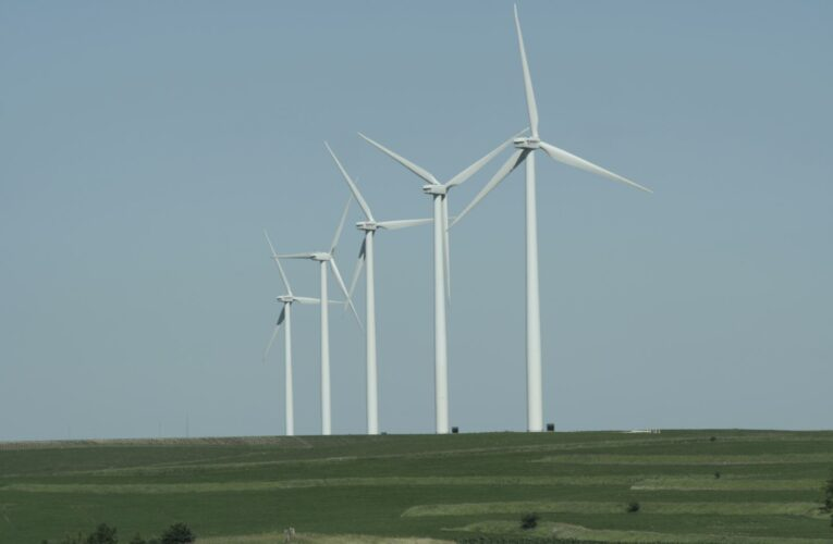 Kansas senator proposes legislation to limit placement of wind turbines