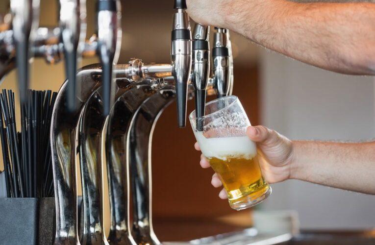 Kansas legislature okays alcoholic drinks to go