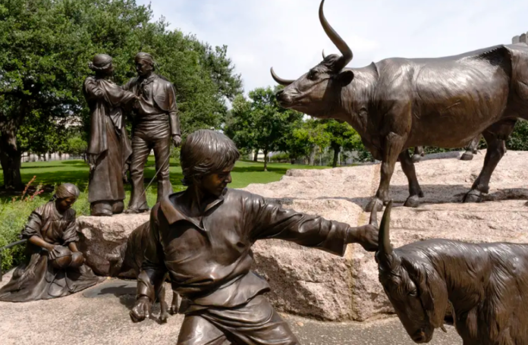 """Texas' 1836 Project aims to promote """"patriotic education,"""" but critics worry it will gloss over state's history of racism"""