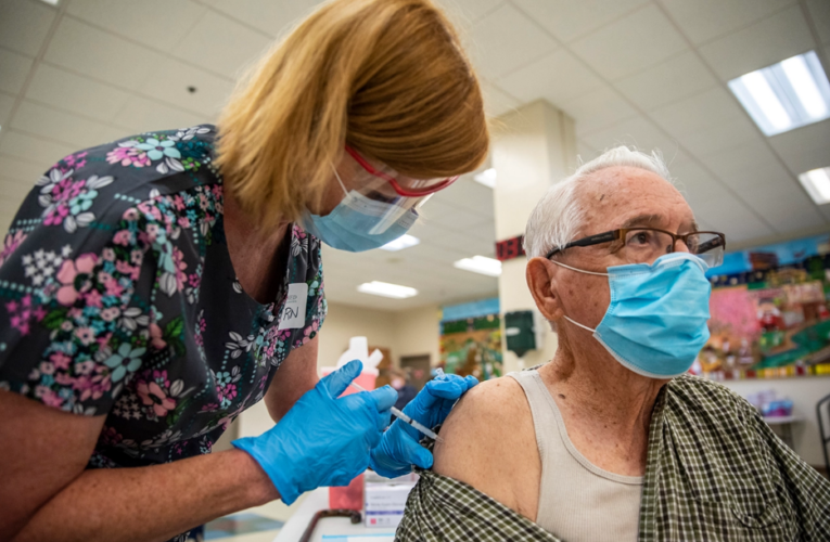 """""""Wisdom and fear"""" lead 90% of seniors in the US to get vaccinated against covid"""